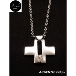 Croce moderna con collana
