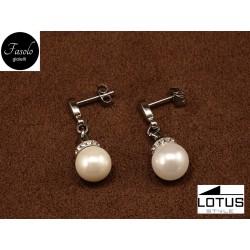 Orecchini pendenti con perle e cristalli